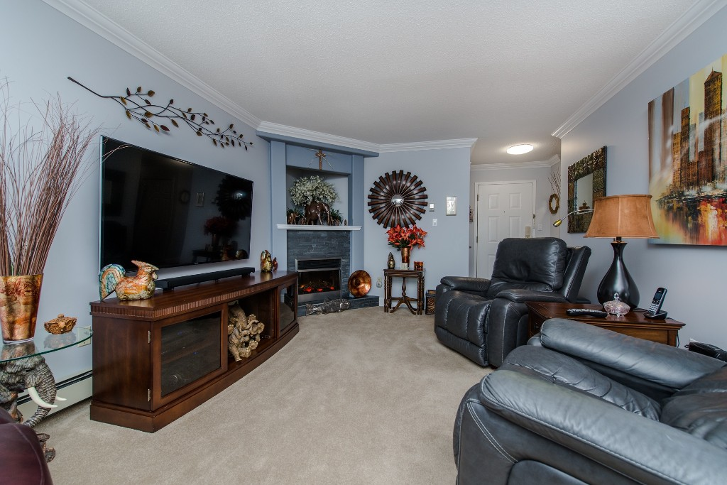 "Photo 7: 316 32833 LANDEAU Place in Abbotsford: Central Abbotsford Condo for sale in ""Park Place"" : MLS® # R2087565"