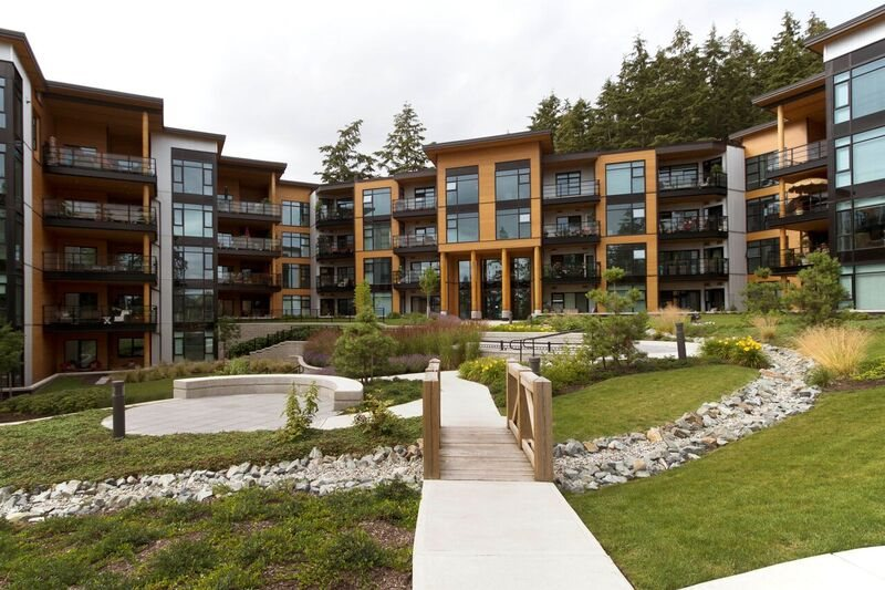 "Main Photo: 213 14855 THRIFT Avenue: White Rock Condo for sale in ""THE ROYCE"" (South Surrey White Rock)  : MLS®# R2092484"