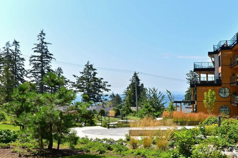 "Photo 2: 213 14855 THRIFT Avenue: White Rock Condo for sale in ""THE ROYCE"" (South Surrey White Rock)  : MLS(r) # R2092484"