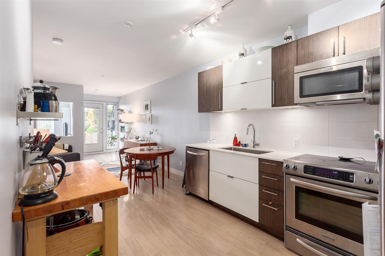 "Photo 2: 208 215 E 33RD Avenue in Vancouver: Main Condo for sale in ""33RD & MAIN"" (Vancouver East)  : MLS® # R2096716"