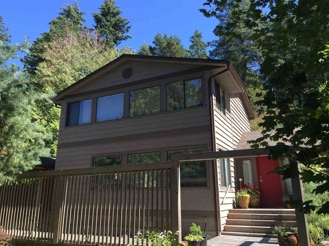 "Main Photo: 292 HEADLANDS Road in Gibsons: Gibsons & Area House for sale in ""Bay Area"" (Sunshine Coast)  : MLS® # R2101971"