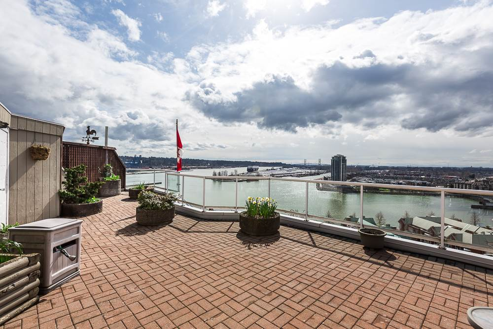 "Main Photo: 1802 1135 QUAYSIDE Drive in New Westminster: Quay Condo for sale in ""ANCHOR POINTE"" : MLS® # R2149742"