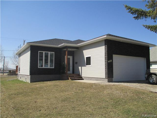 Main Photo: 405 2nd Avenue Northeast in Dauphin: R30 Residential for sale (R30 - Dauphin and Area)  : MLS® # 1708066