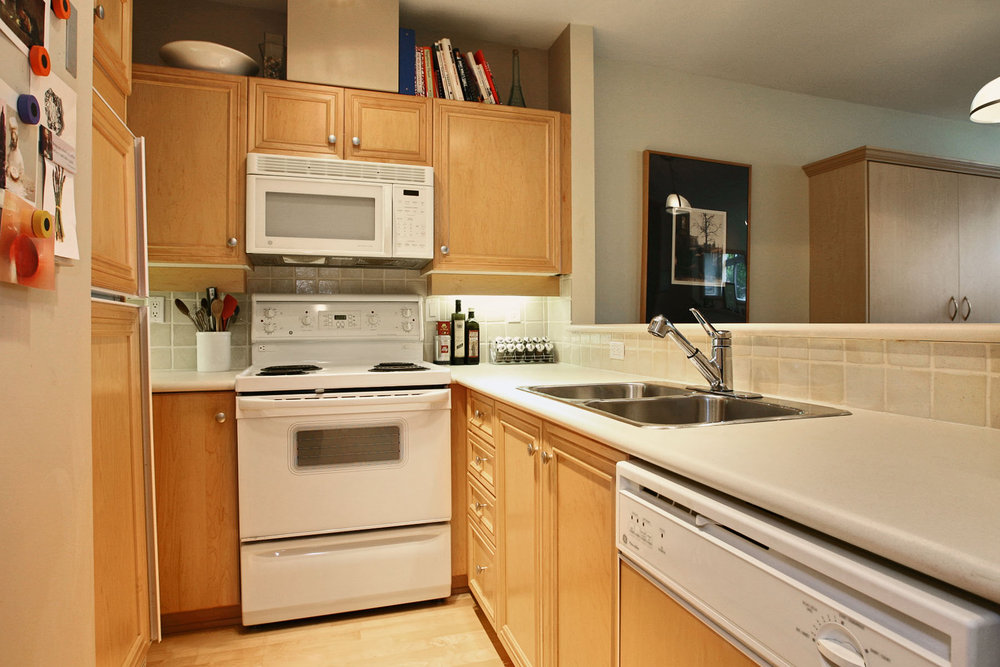 Photo 2: 111 2929 West 4th Avenue in The Madison: Home for sale : MLS(r) # V32947