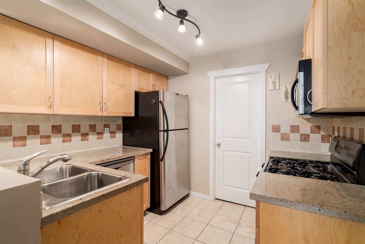 "Photo 7: 17 628 W 6TH Avenue in Vancouver: Fairview VW Townhouse for sale in ""Stella Del Fiordo"" (Vancouver West)  : MLS® # R2155688"
