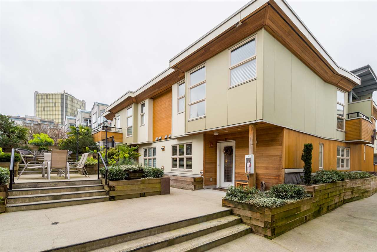 "Main Photo: 17 628 W 6TH Avenue in Vancouver: Fairview VW Townhouse for sale in ""Stella Del Fiordo"" (Vancouver West)  : MLS®# R2155688"