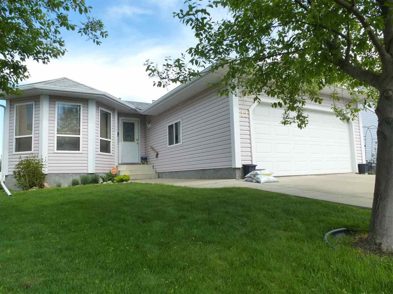 Main Photo: 12 Clearwater Crescent: Wetaskiwin House for sale : MLS(r) # E4060506