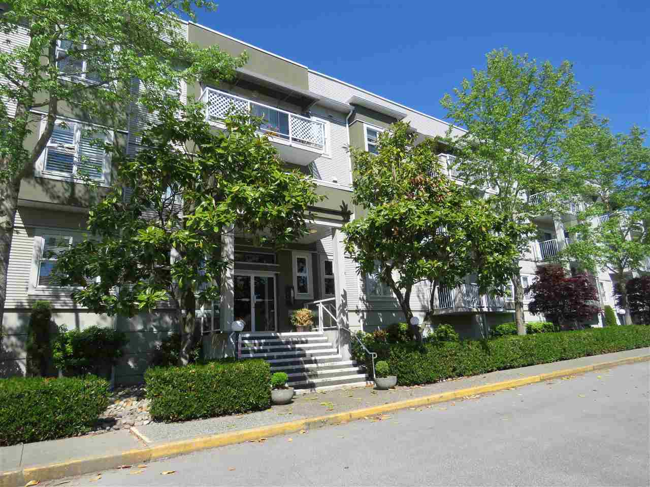 "Main Photo: 112 4738 53 Street in Delta: Delta Manor Condo for sale in ""SUNNINGDALE ESTATES"" (Ladner)  : MLS® # R2193673"