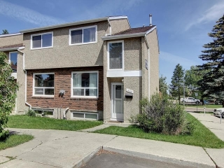 Main Photo:  in Edmonton: Zone 20 Townhouse for sale : MLS® # E4078761