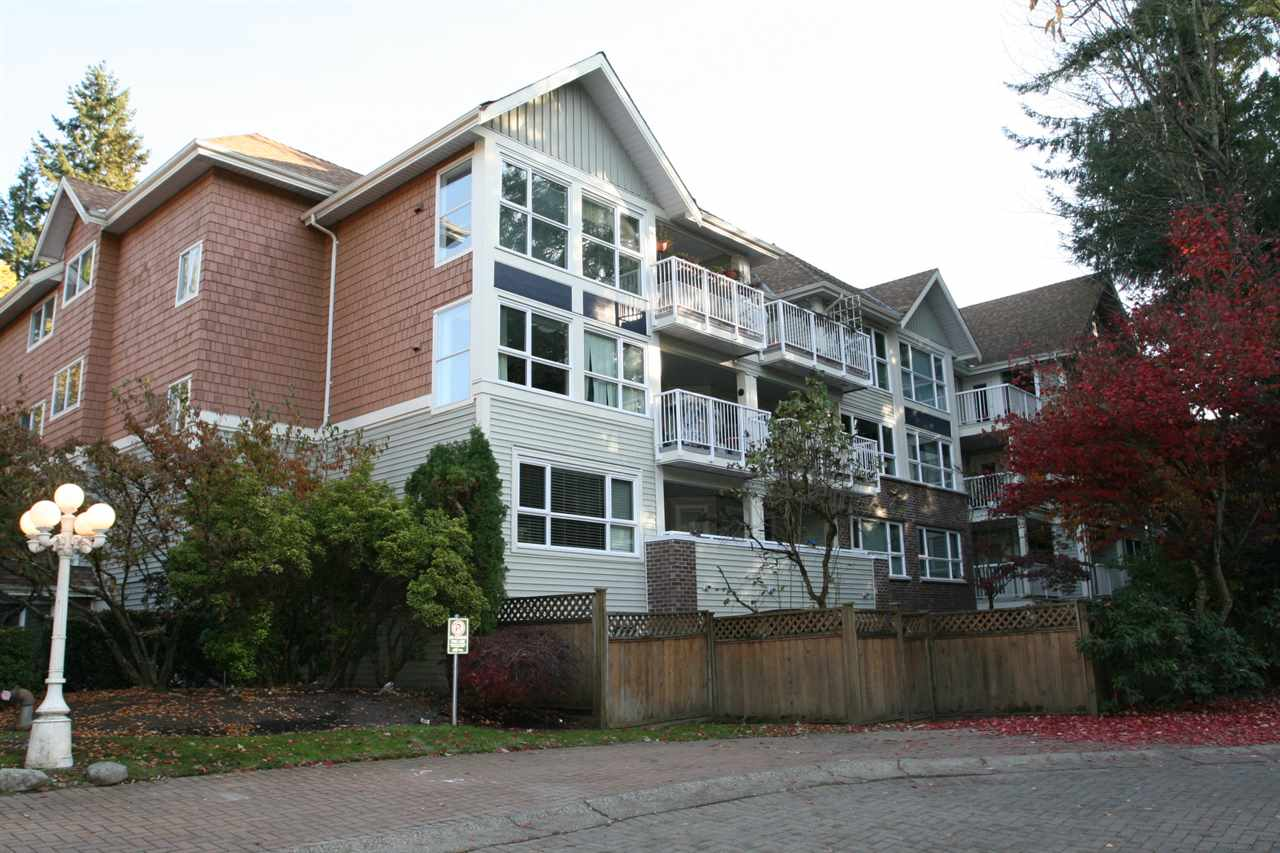 "Main Photo: 219 9626 148 Street in Surrey: Guildford Condo for sale in ""HARTFORD WOODS"" (North Surrey)  : MLS®# R2220302"
