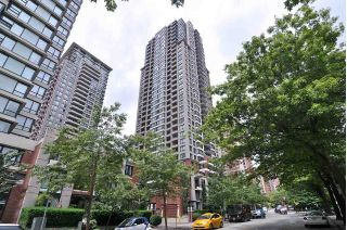 "Main Photo: 1110 909 MAINLAND Street in Vancouver: Yaletown Condo for sale in ""YALETOWN PARK 2"" (Vancouver West)  : MLS®# R2258664"