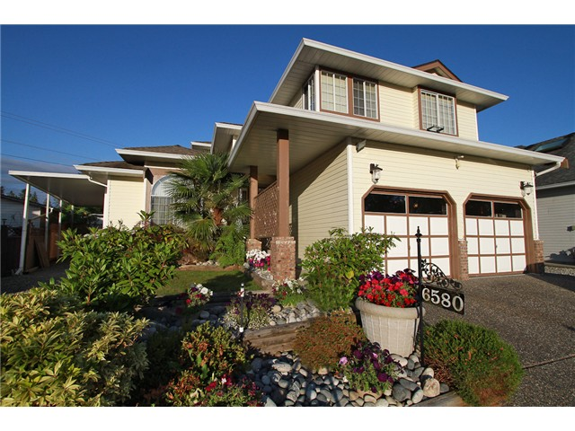 Main Photo: 6580 179TH Street in Surrey: Cloverdale BC House for sale (Cloverdale)  : MLS® # F1415629