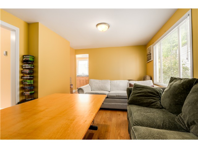 "Photo 4: 637 E 24TH Avenue in Vancouver: Fraser VE House for sale in ""FRASER"" (Vancouver East)  : MLS(r) # V1072465"