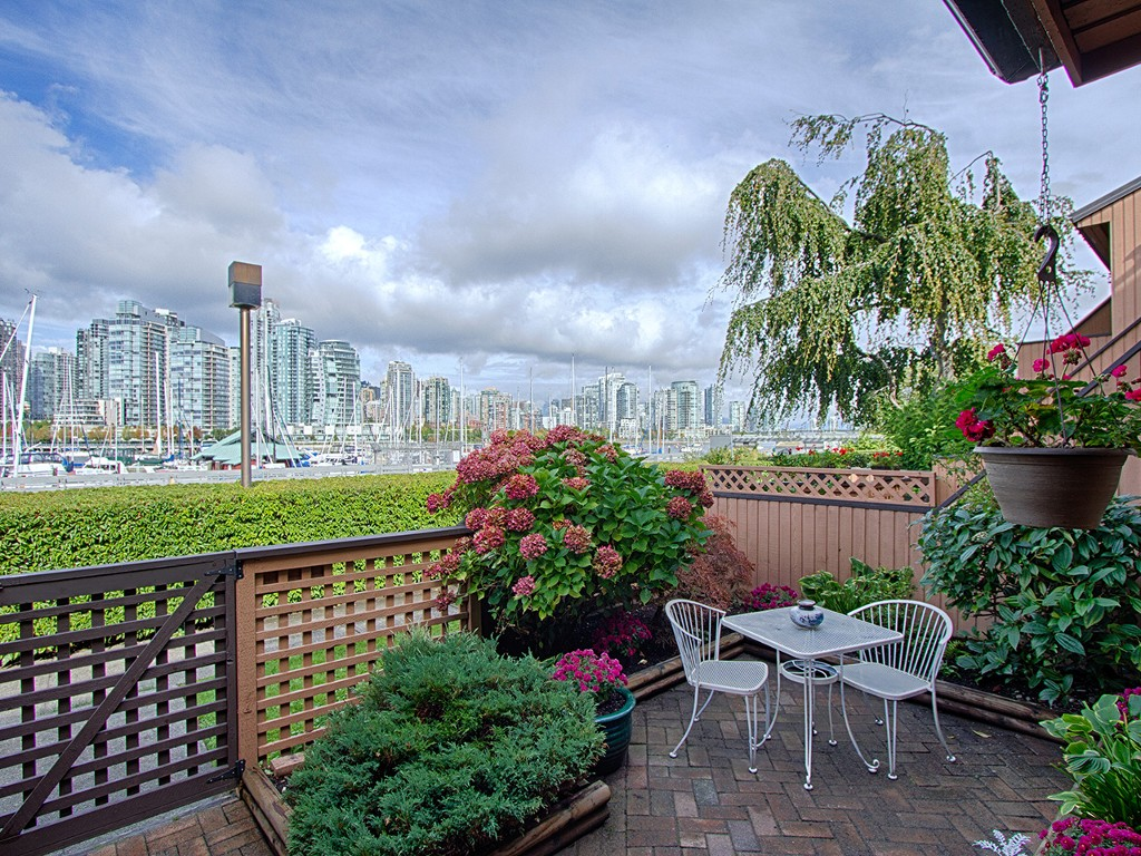 "Main Photo: 1030 IRONWORK PASSAGE in Vancouver: False Creek Townhouse for sale in ""MARINE MEWS"" (Vancouver West)  : MLS® # V1086764"