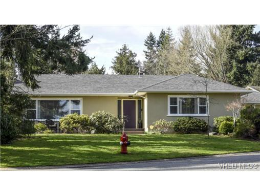 Main Photo: 2235 Tashy Place in VICTORIA: SE Arbutus Single Family Detached for sale (Saanich East)  : MLS® # 361018