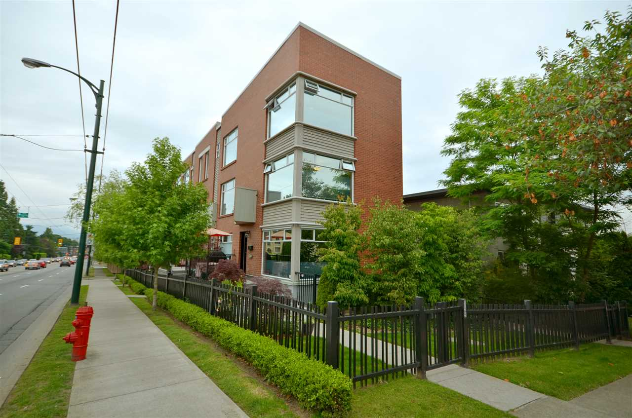 "Main Photo: 999 W 20TH Avenue in Vancouver: Cambie Townhouse for sale in ""OAK CREST"" (Vancouver West)  : MLS®# R2039700"