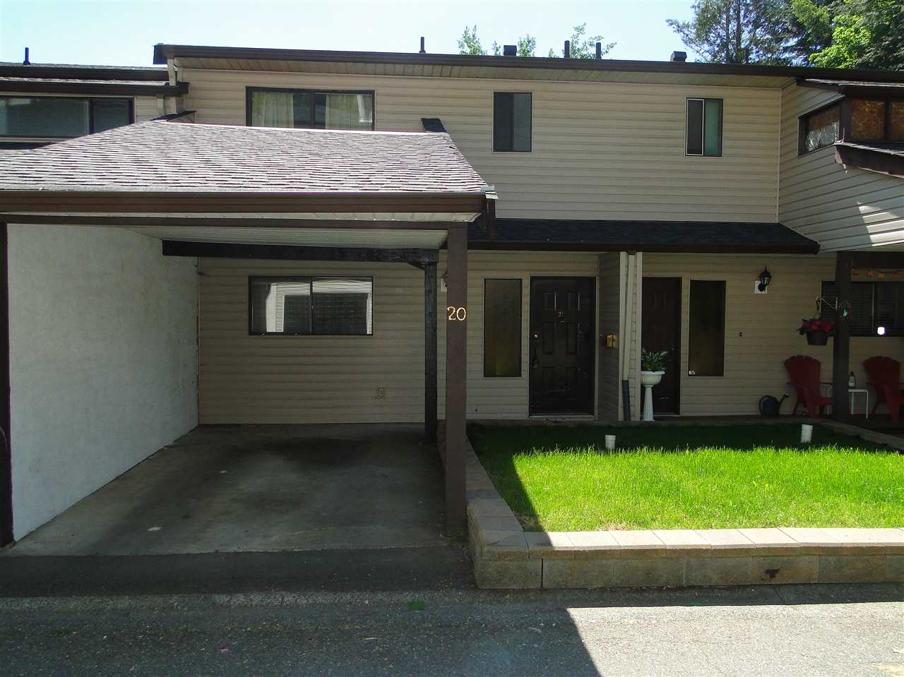 "Main Photo: 20 32705 FRASER Crescent in Mission: Mission BC Townhouse for sale in ""Black Bear Estates"" : MLS® # R2070251"