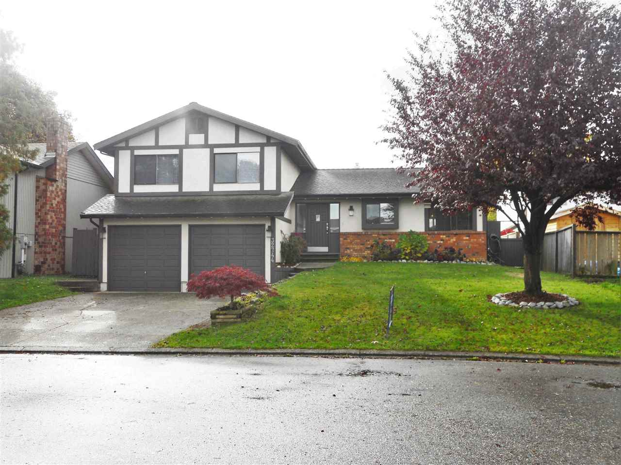 "Main Photo: 32744 NANAIMO Close in Abbotsford: Central Abbotsford House for sale in ""Parkside Estates"" : MLS(r) # R2117656"