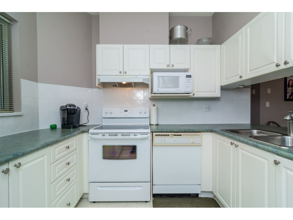 "Photo 13: 103 13727 74 Avenue in Surrey: East Newton Condo for sale in ""King's Court - Newton Centre"" : MLS(r) # R2126429"