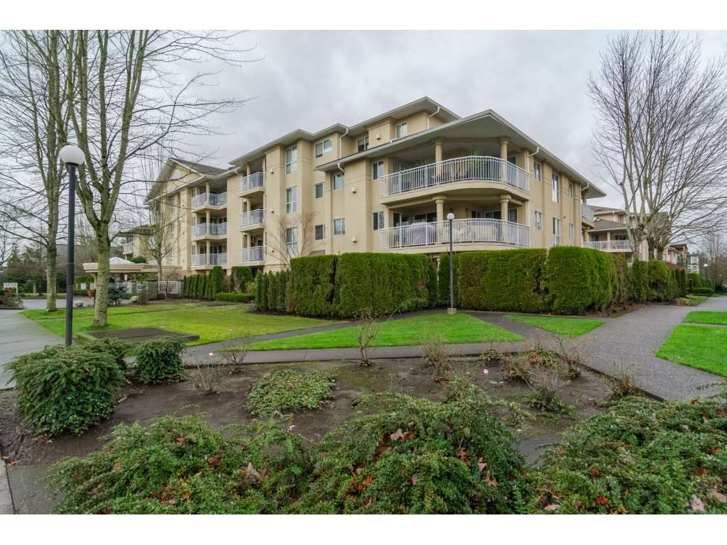 "Photo 2: 103 13727 74 Avenue in Surrey: East Newton Condo for sale in ""King's Court - Newton Centre"" : MLS(r) # R2126429"