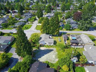 Main Photo: 1108 MAPLEWOOD Crescent in North Vancouver: Norgate Home for sale : MLS(r) # R2173748