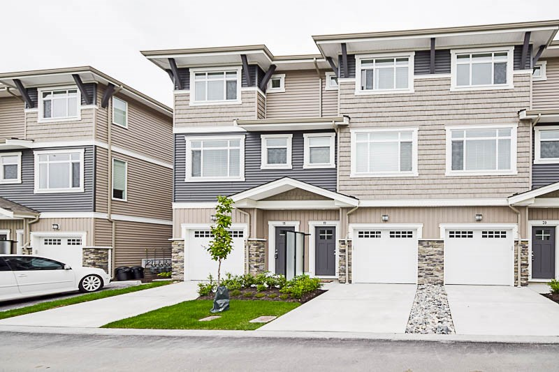 "Main Photo: 18 34230 ELMWOOD Drive in Abbotsford: Abbotsford East Townhouse for sale in ""TEN OAKS"" : MLS(r) # R2178464"