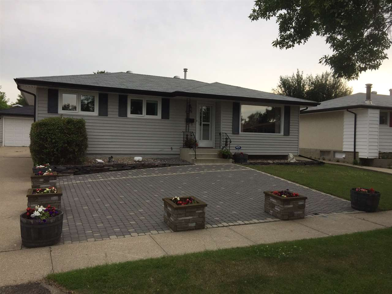 Main Photo: 6012 148 Avenue in Edmonton: Zone 02 House for sale : MLS(r) # E4072931