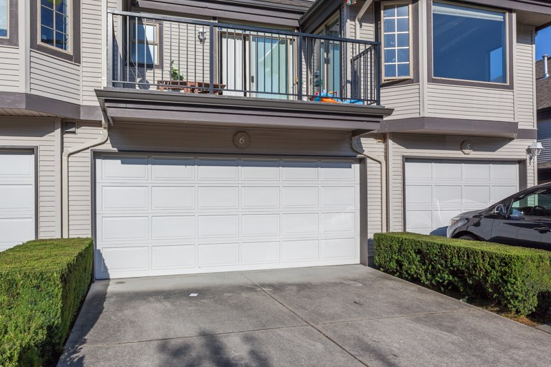 "Photo 2: Photos: 6 15840 84 Avenue in Surrey: Fleetwood Tynehead Townhouse for sale in ""FLEETWOOD GABLES"" : MLS® # R2186187"