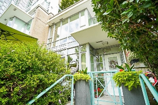 "Main Photo: 1039 MARINASIDE Crescent in Vancouver: Yaletown Townhouse for sale in ""Quaywest"" (Vancouver West)  : MLS(r) # R2186882"