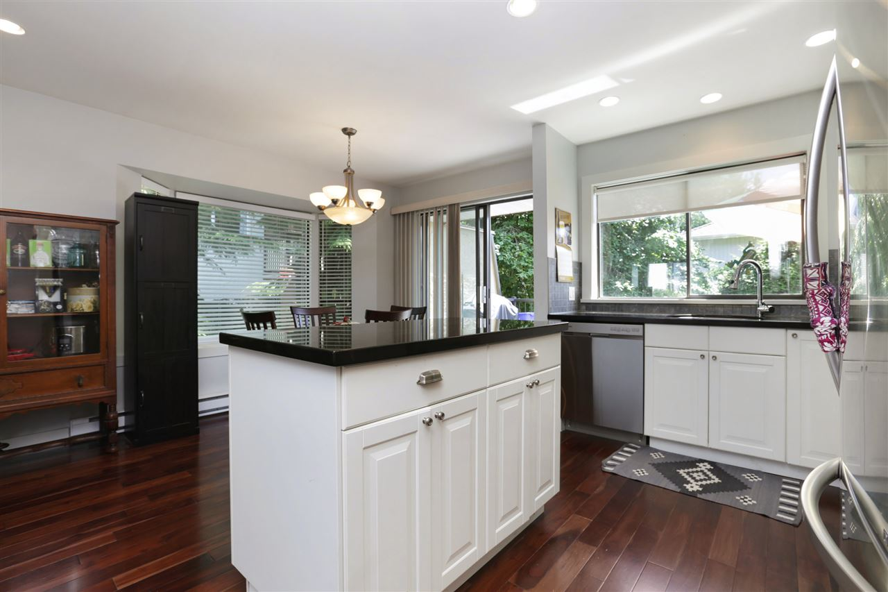 Photo 5: 155 W 20TH Street in North Vancouver: Central Lonsdale Townhouse for sale : MLS® # R2187560