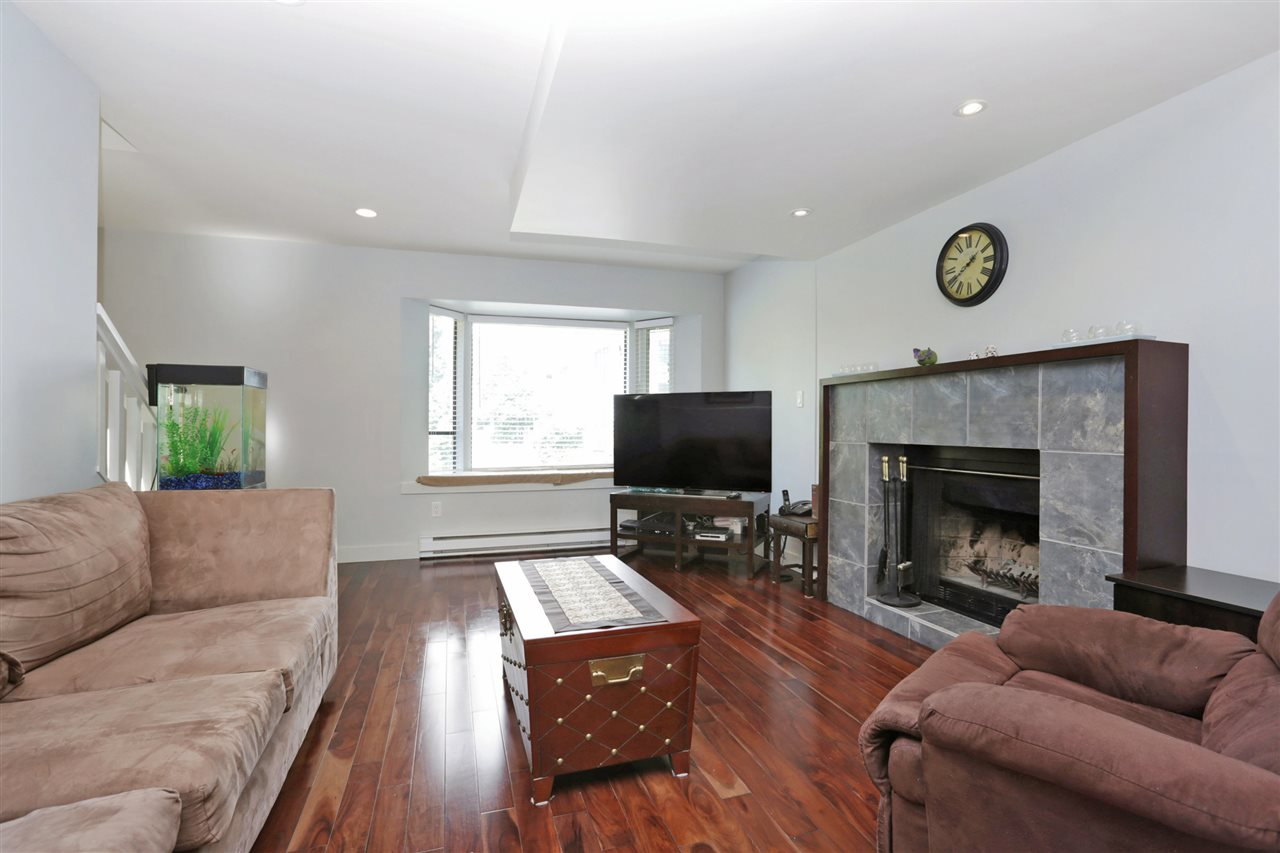 Photo 3: 155 W 20TH Street in North Vancouver: Central Lonsdale Townhouse for sale : MLS® # R2187560