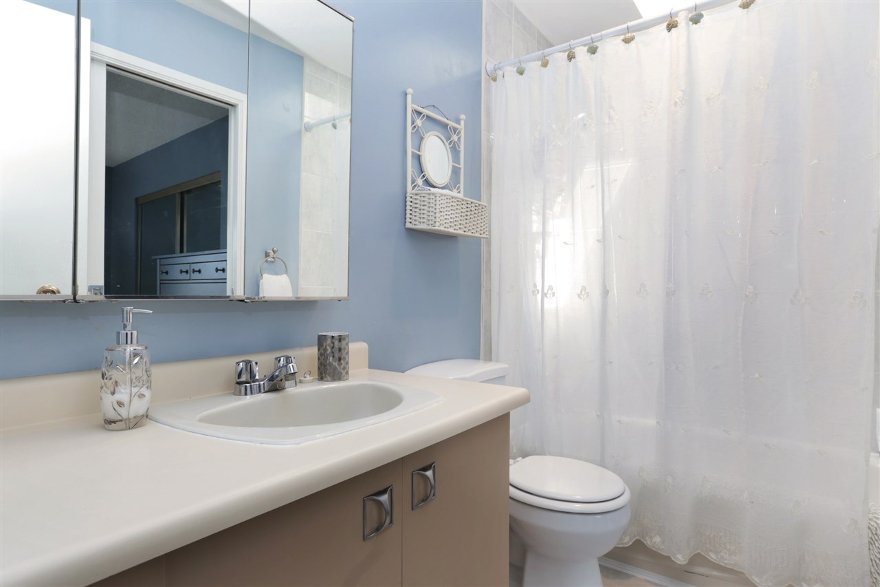 Photo 9: 155 W 20TH Street in North Vancouver: Central Lonsdale Townhouse for sale : MLS® # R2187560