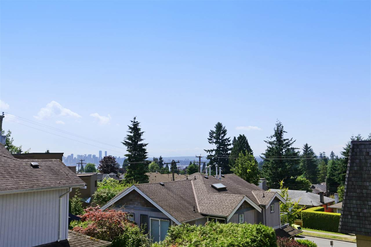 Photo 10: 155 W 20TH Street in North Vancouver: Central Lonsdale Townhouse for sale : MLS® # R2187560