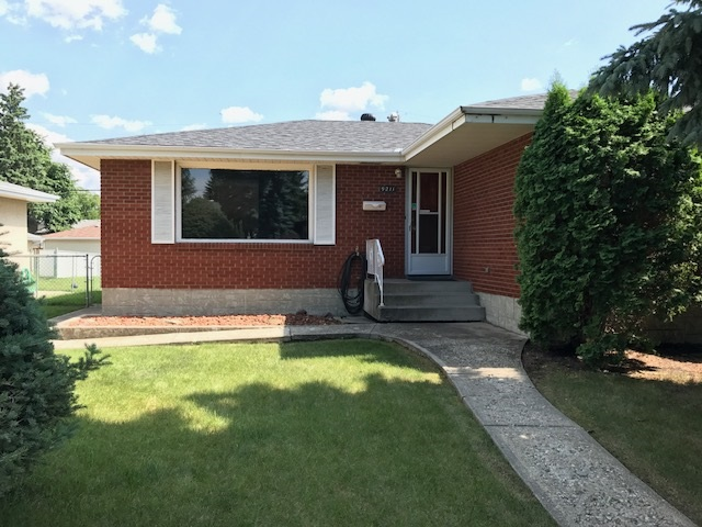 Main Photo: 9211 169 Street in Edmonton: Zone 22 House for sale : MLS® # E4075362
