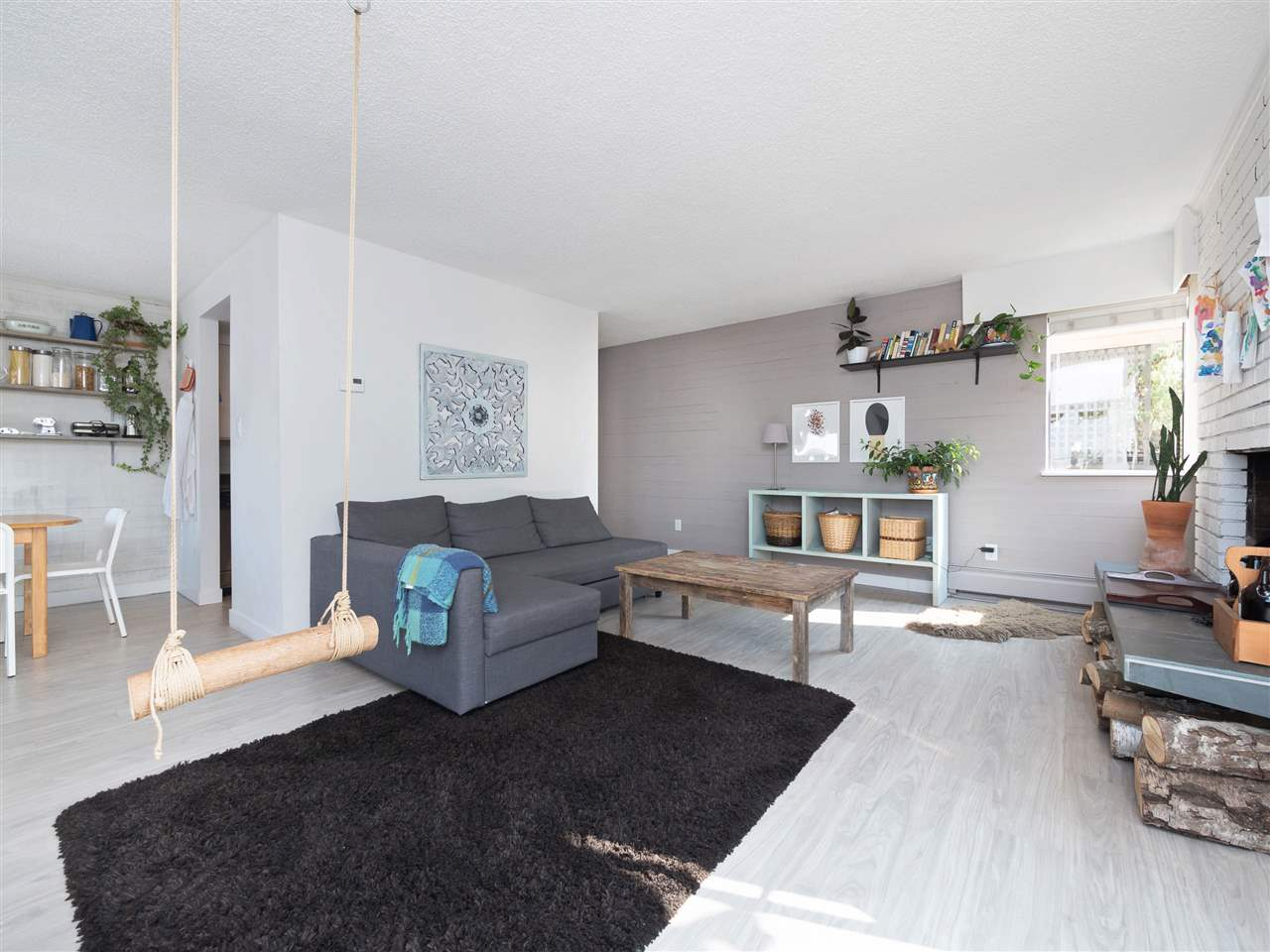 "Main Photo: 209 410 AGNES Street in New Westminster: Downtown NW Condo for sale in ""MARSEILLE PLAZA"" : MLS® # R2197573"