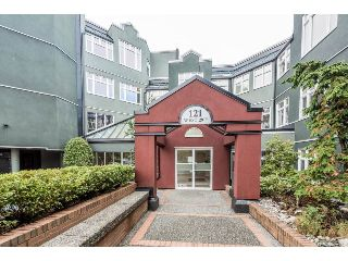 "Main Photo: 202 121 WEST 29TH Street in North Vancouver: Upper Lonsdale Condo for sale in ""SOMERSET GREEN"" : MLS® # R2215299"
