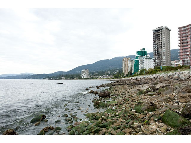 Main Photo: 301 2240 Bellevue Avenue in West Vancouver: Dundarave Condo for sale : MLS®# v969549