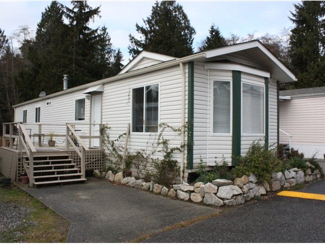 "Main Photo: 3 5575 MASON Road in Sechelt: Sechelt District Manufactured Home for sale in ""MASON"" (Sunshine Coast)  : MLS®# V1037646"