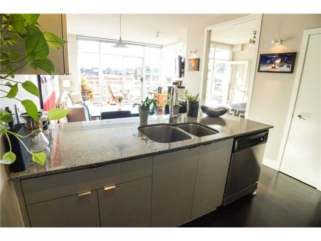 "Photo 9: 403 298 E 11TH Avenue in Vancouver: Mount Pleasant VE Condo for sale in ""SOPHIA"" (Vancouver East)  : MLS® # V1108043"