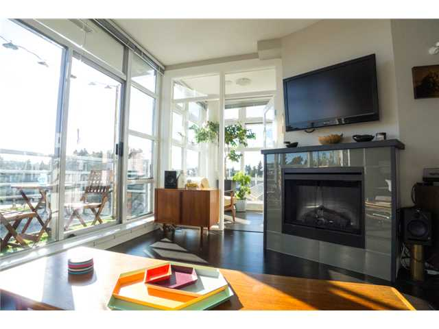 "Photo 3: 403 298 E 11TH Avenue in Vancouver: Mount Pleasant VE Condo for sale in ""SOPHIA"" (Vancouver East)  : MLS® # V1108043"