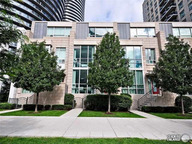 Main Photo: 126 70 Absolute Avenue in Mississauga: City Centre Condo for sale : MLS(r) # W3270935