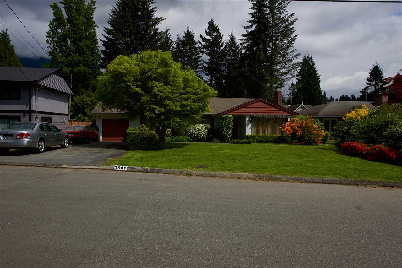 Photo 5: 3602 BLUEBONNET Road in North Vancouver: Edgemont House for sale : MLS(r) # R2073840