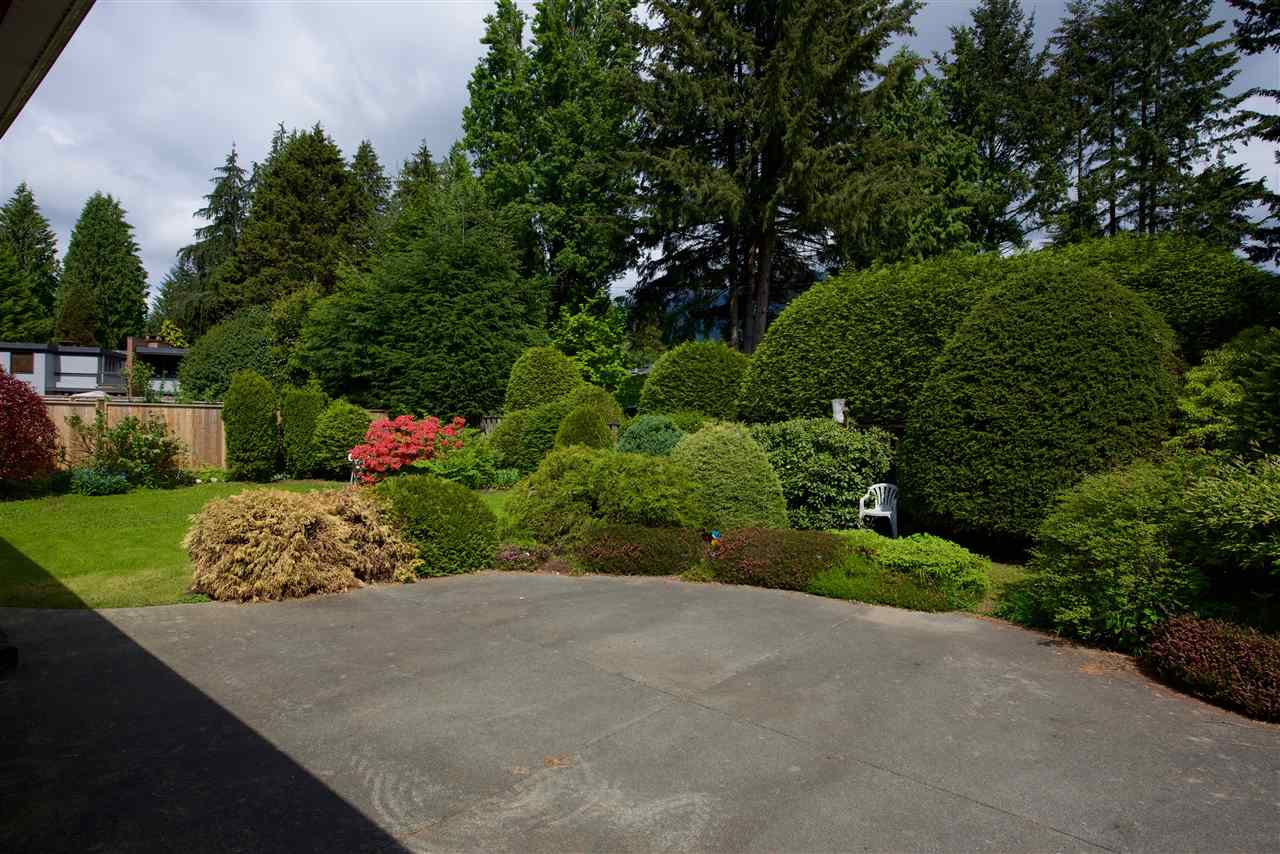 Photo 7: 3602 BLUEBONNET Road in North Vancouver: Edgemont House for sale : MLS(r) # R2073840