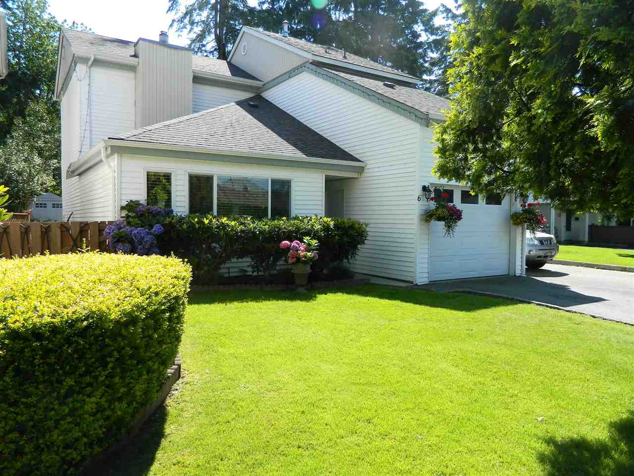 "Main Photo: 6 21707 DEWDNEY TRUNK Road in Maple Ridge: West Central Townhouse for sale in ""MAPLE VILLAS"" : MLS®# R2092869"