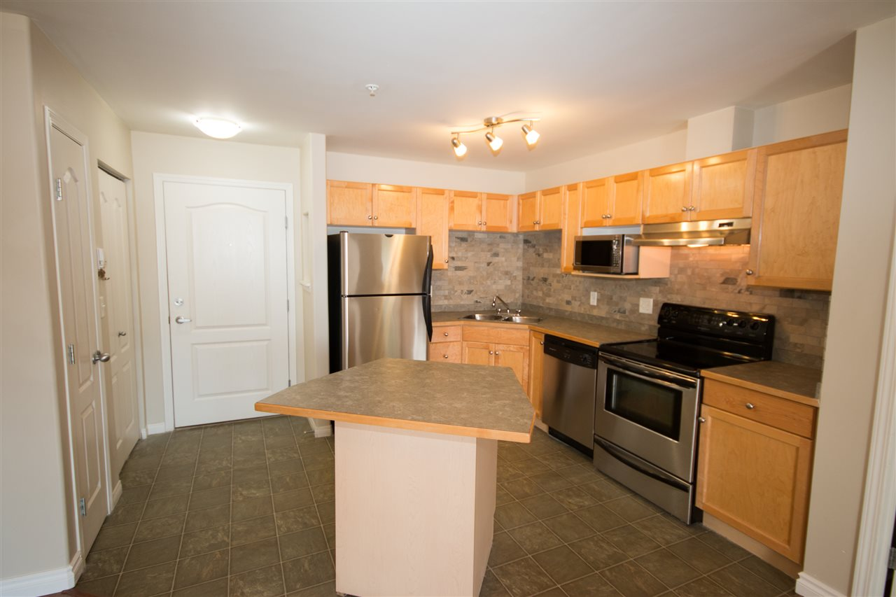 Photo 3: 139 9525 162 Avenue NW in Edmonton: Zone 28 Condo for sale : MLS(r) # E4032064