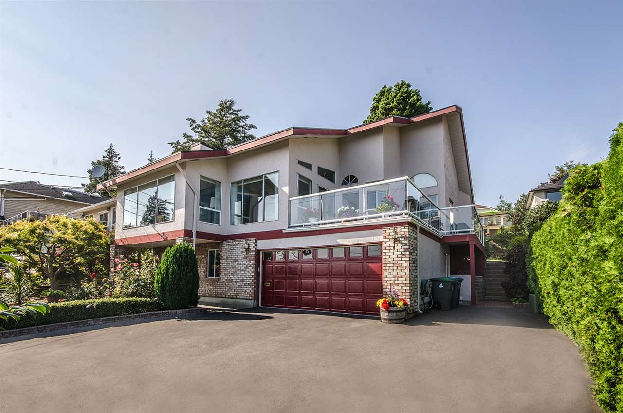 Main Photo: 13161 MARINE Drive in Surrey: Crescent Bch Ocean Pk. House for sale (South Surrey White Rock)  : MLS(r) # R2111207