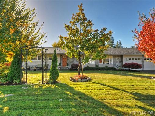 Main Photo: 750 Larendo Avenue in VICTORIA: SE Cordova Bay Single Family Detached for sale (Saanich East)  : MLS® # 371336