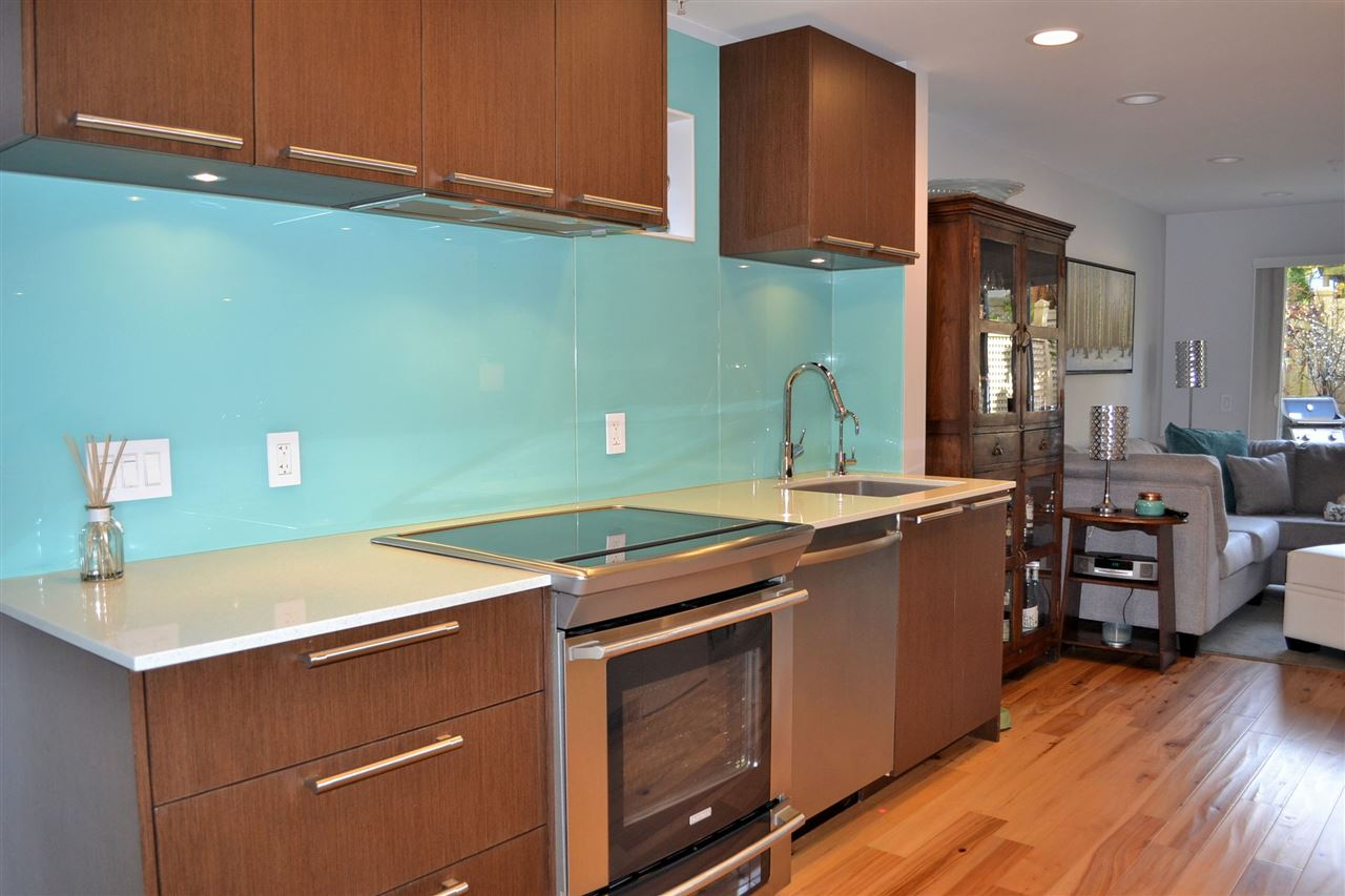 "Photo 2: 5 3140 W 4TH Avenue in Vancouver: Kitsilano Townhouse for sale in ""AVANTI"" (Vancouver West)  : MLS® # R2123211"