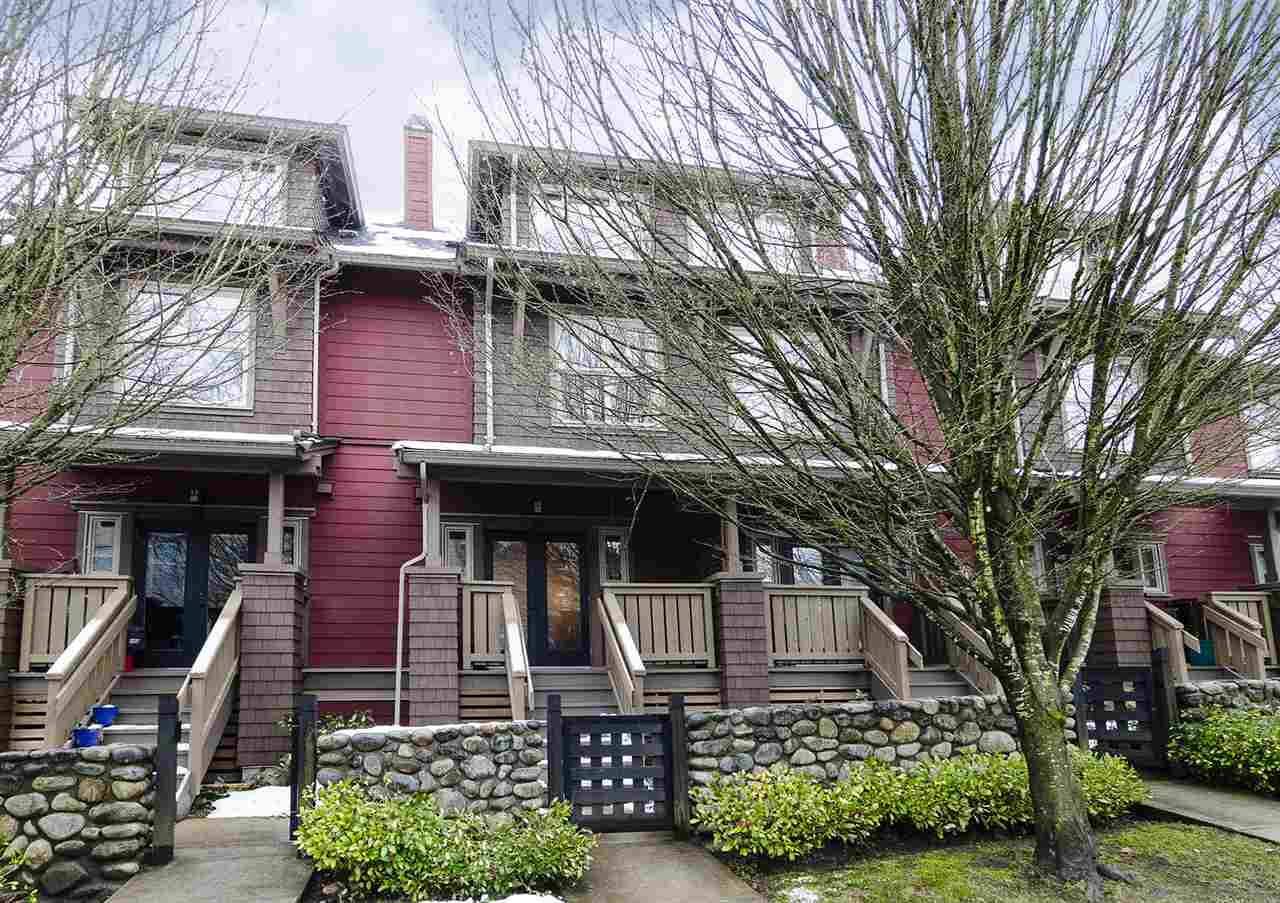 "Main Photo: 113 675 PARK Crescent in New Westminster: GlenBrooke North Townhouse for sale in ""WINCHESTER IN GLENBROOKE NORTH"" : MLS(r) # R2144474"