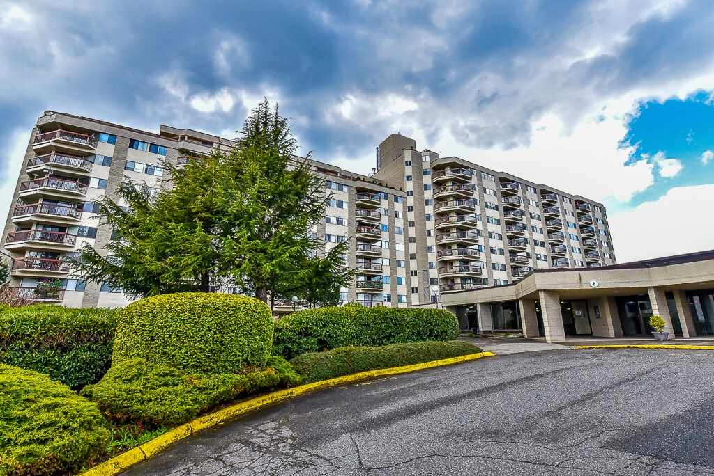 "Main Photo: 819 31955 OLD YALE Road in Abbotsford: Abbotsford West Condo for sale in ""EVERGREEN VILLAGE"" : MLS(r) # R2158239"